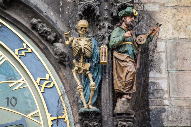 statues_on_prague_astronomical_clock_2014-01_landscape_mode_3